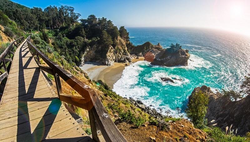 Pfeiffer Beach em Big Sur - Califórnia