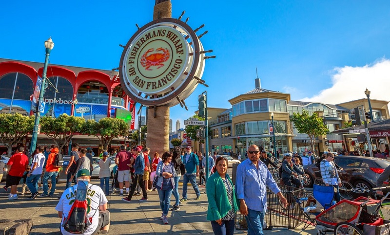 Turistas passeando no Fisherman's Wharf - San Francisco