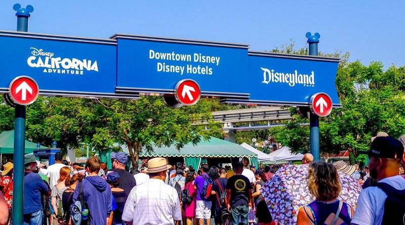 Fila para compra de ingressos dos parques da Disney