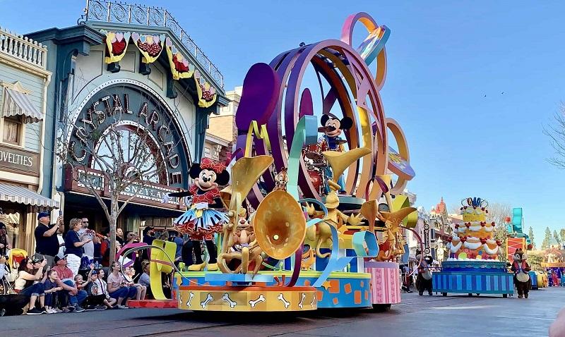 Disney Pixar Parada- Disney California Adventure Park