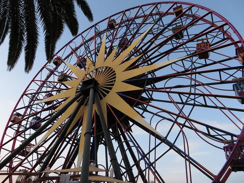 Mickey's Fun Wheel: Disney Adventure California Park
