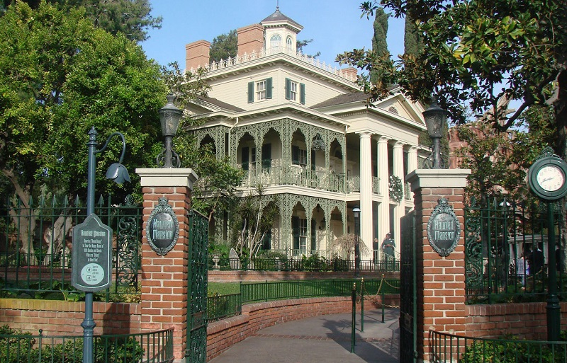 New Orleans Square: Haunted Mansion