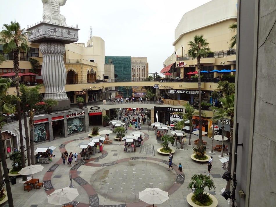 Lojas no Shopping Hollywood Highland Center em Los Angeles
