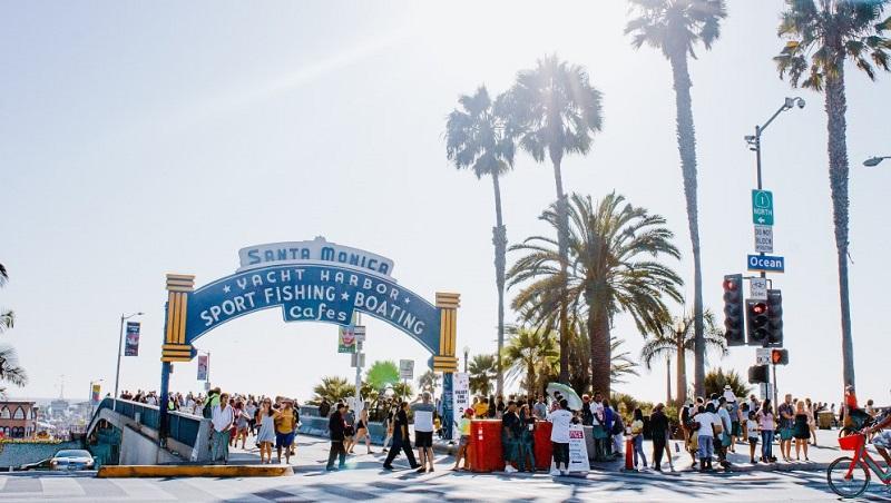 Movimentação no Píer de Santa Mônica