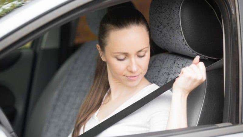 Uso de cinto de segurança para dirigir na Califórnia