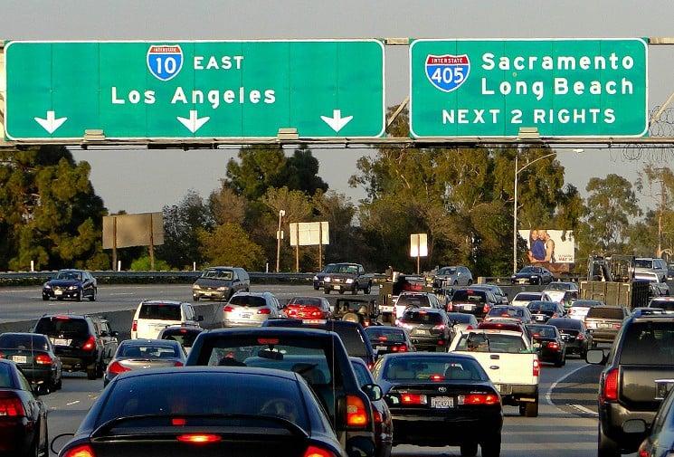 Estradas e carros em Los Angeles