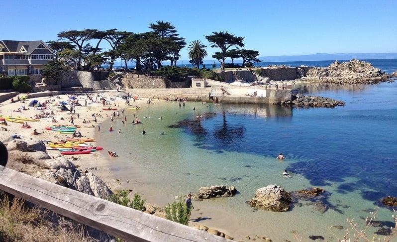 Turismo na praia de Monterey