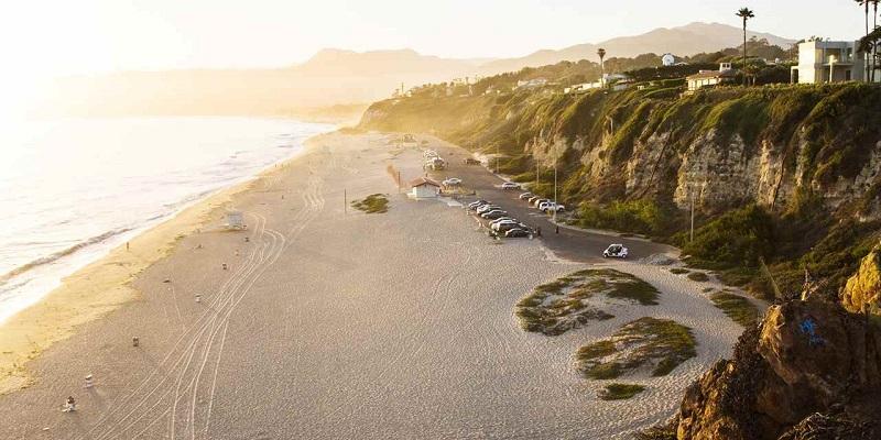 Pôr do sol em praia de Los Angeles