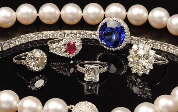 Compra de joias e bijuterias na The Jewelers na Califórnia