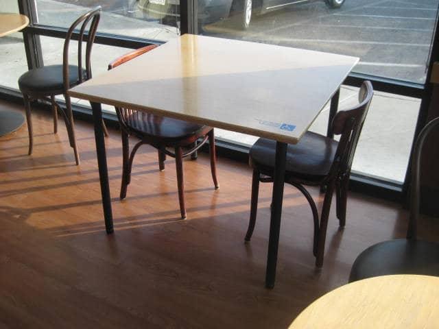 Deficientes físicos em restaurantes na Califórnia