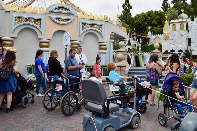 Deficientes físicos em parques de diversão na Califórnia