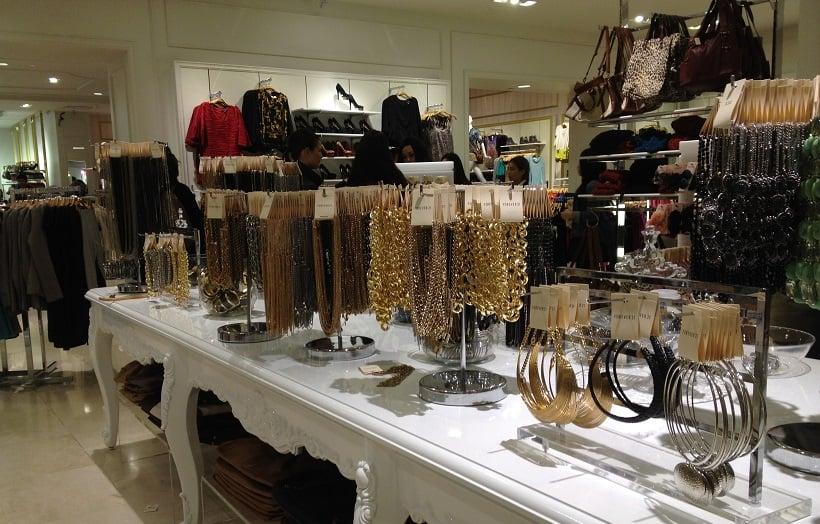 Compra de bijuterias na Forever 21 na Califórnia