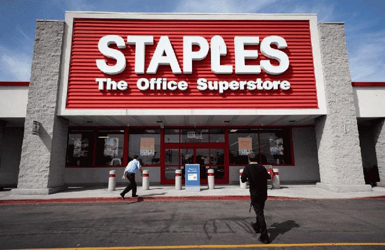 Compra de notebook e laptop na Staples na Califórnia