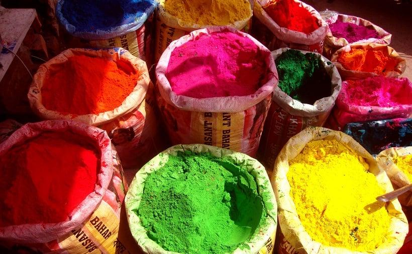 Sacos de tinta no Festival of Colors LA em Los Angeles