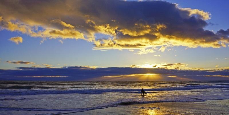 Praia com pôr do sol em Los Angeles