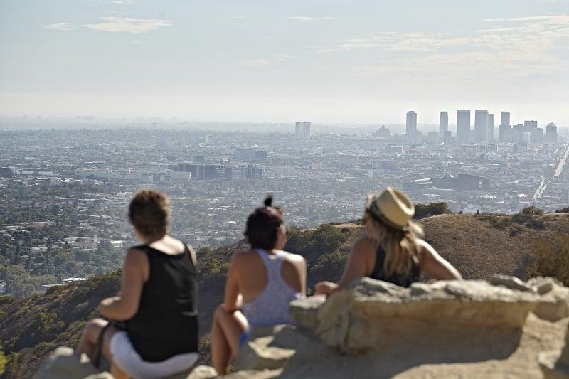 Turistas curtindo vista de Los Angeles