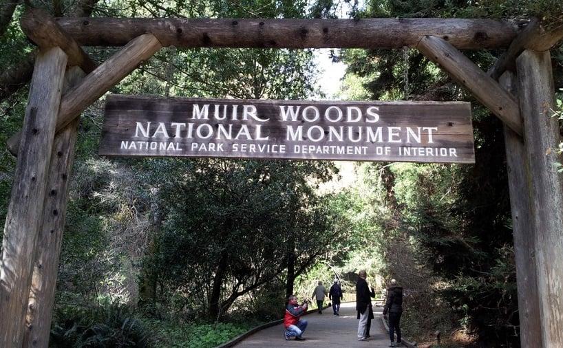 Entrada no Parque Nacional de Muirwoods na Califórnia