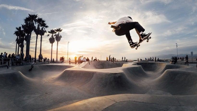 Entretenimento e lazer na Venice Skate Parque em Santa Mônica
