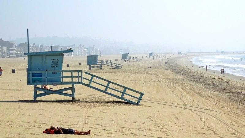Praia de Santa Mônica em um roteiro de viagem na Califórnia