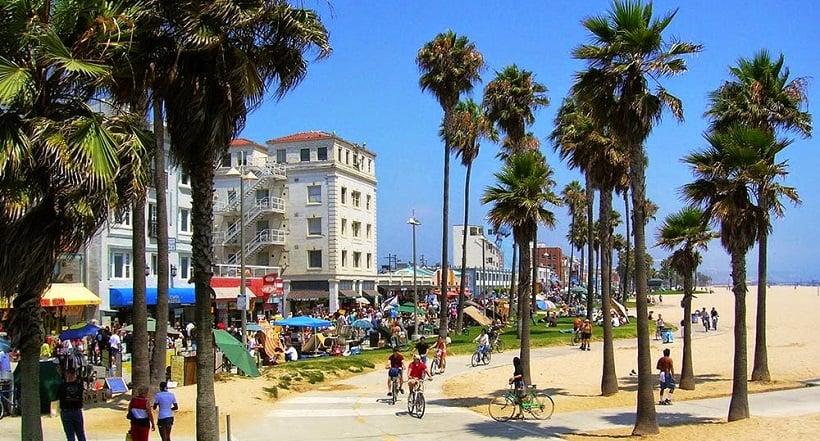 Turistas em Los Angeles em agosto