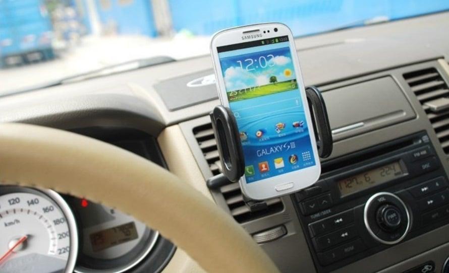 GPS de celular em um carro alugado em South Lake Tahoe