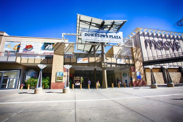 Compras no Westfield Downtown Plaza em Sacramento