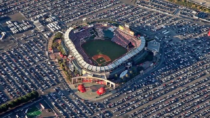 Assistir a algum jogo no Angel Stadium em Anaheim