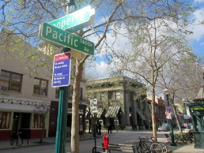 Ponto turístico Pacific Avenue em Santa Cruz