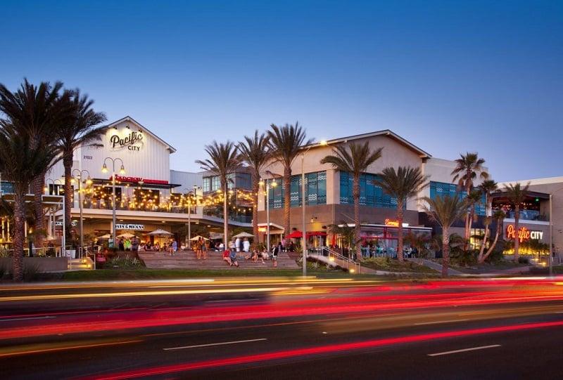 Ponto turístico Pacific Coast Highway em Huntington Beach