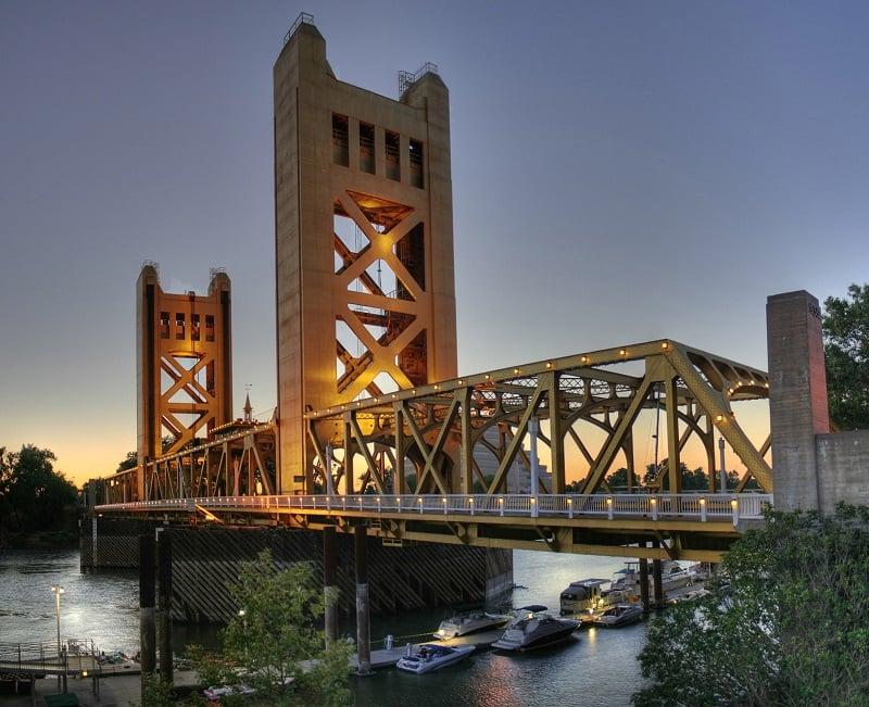Ponto turístico Tower Bridge em Sacramento
