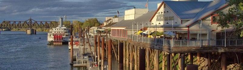 Ponto turístico Waterfront Boardwalk em Sacramento