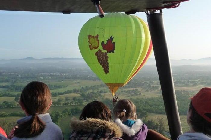 Ir com criança em um passeio de balão em Sonoma