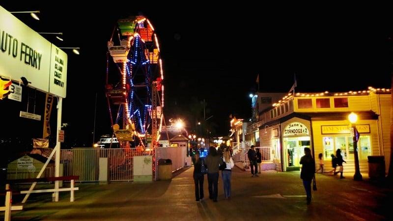 Noite no Balboa Fun Zone em Newport Beach