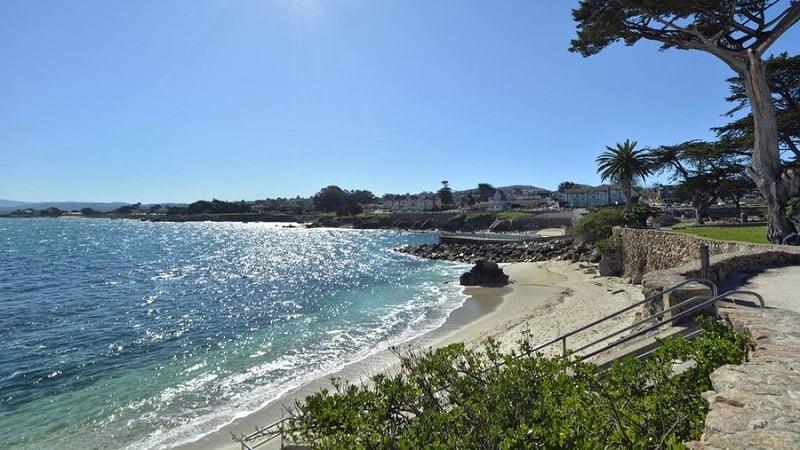 Ir com criança na praia em Monterey