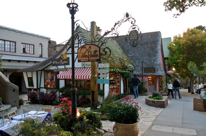 Noite de compras na Ocean Avenue em Carmel