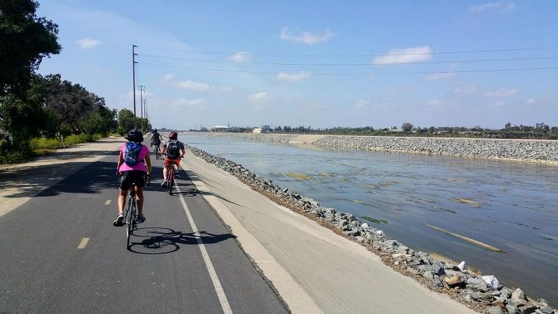 Tour de bike com criança em Huntington Beach