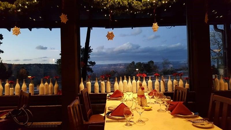 Ter um delicioso jantar em um dos restaurantes do Grand Canyon