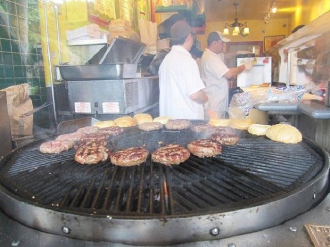 Comer o melhor hambúrguer do mundo com crianças em Sausalito
