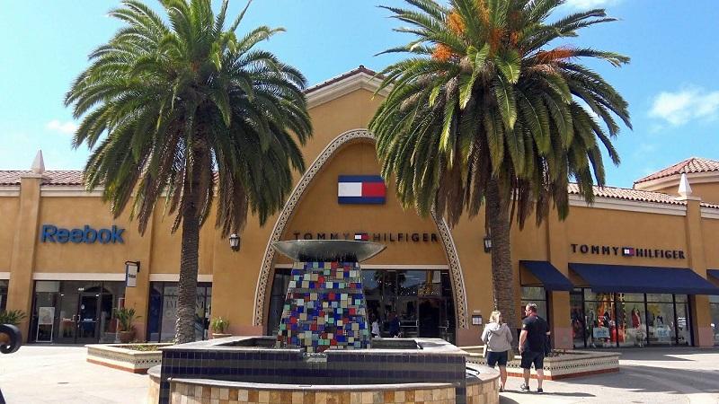 Loja Tommy Hilfiger em outlet da Califórnia