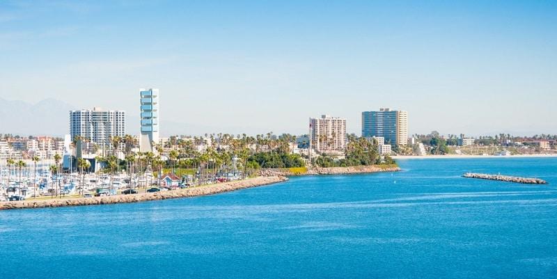 Mar azul cristalino em Long Beach