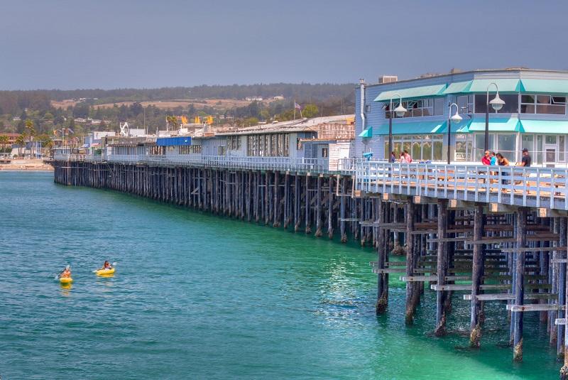 Restaurante na beira da praia em Santa Cruz