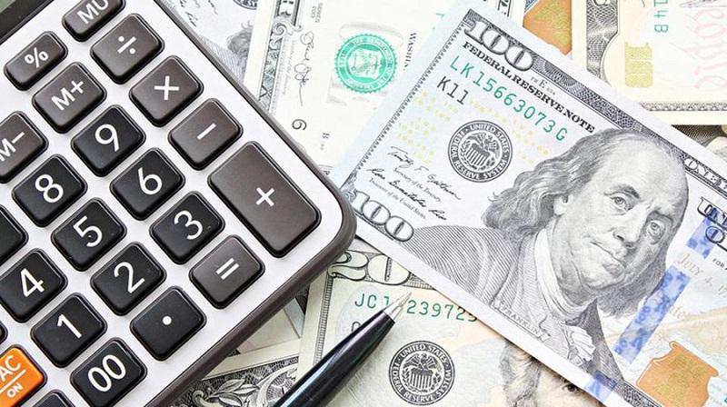 Dólares e calculadora