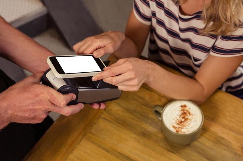 Pagando a conta com o celular