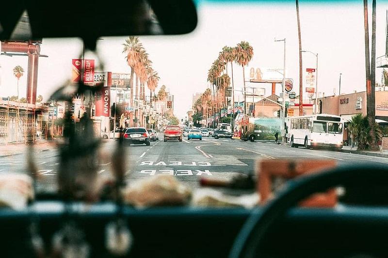 Dirigindo um carro em Los Angeles