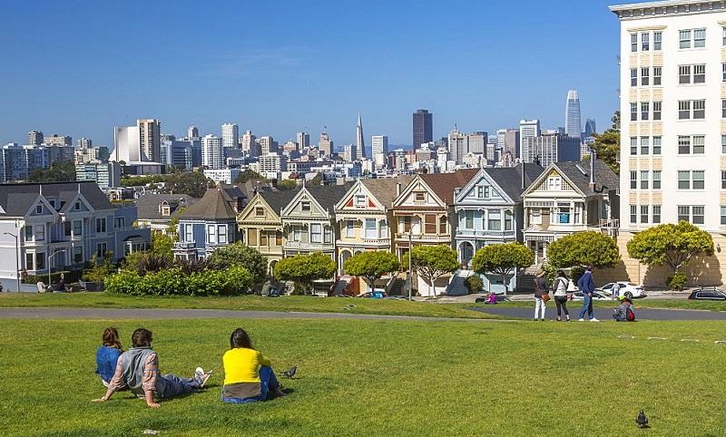 Turistas contemplando Painted Ladies - San Francisco