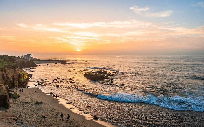 Pôr do sol em praia de San Diego