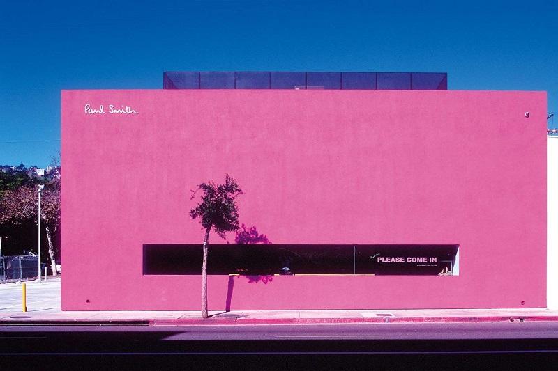 Parede rosa da loja Paul Smith em Los Angeles