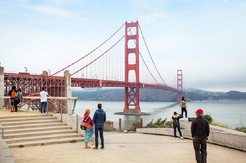 Turistas em viagem por San Francisco
